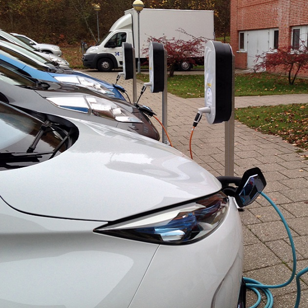 Fast and Efficient Experience with Electric Vehicles for Fleet Owners